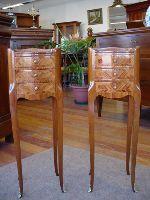 Mobili antichi comodini falegnameria artigianale for Piccoli mobili antichi